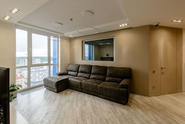 Гостиная с панорамным остеклением